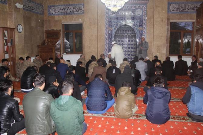 57'nci Alay Vefa yürüyüşü için sabah namazında buluştular