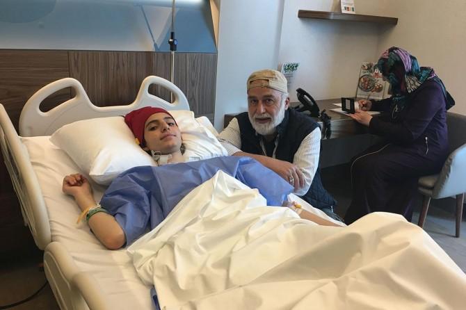 Siyonistlerin ayağından yaraladığı yetim kız İstanbul'da