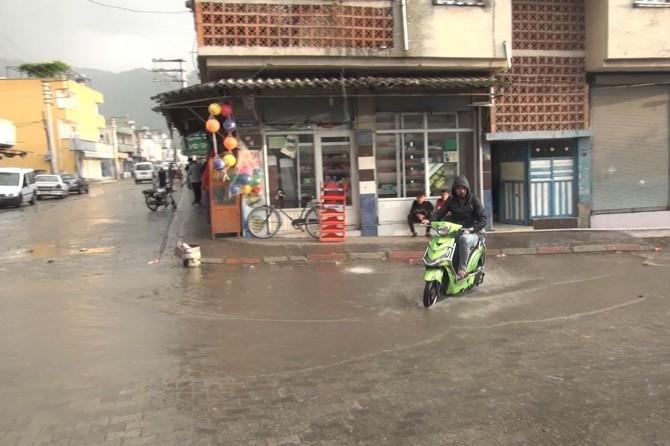 Osmaniye'de sağanak yağış etkili oldu
