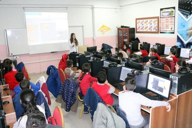 Öğrencilere kodlama ve robotik eğitimleri