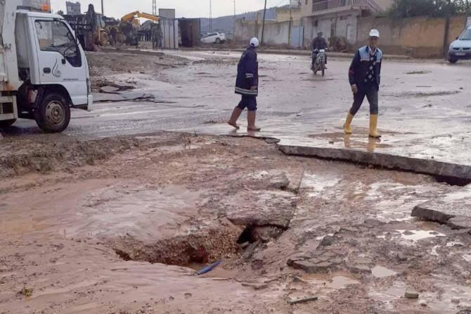 Sel nedeniyle yollarda hasar oluştu