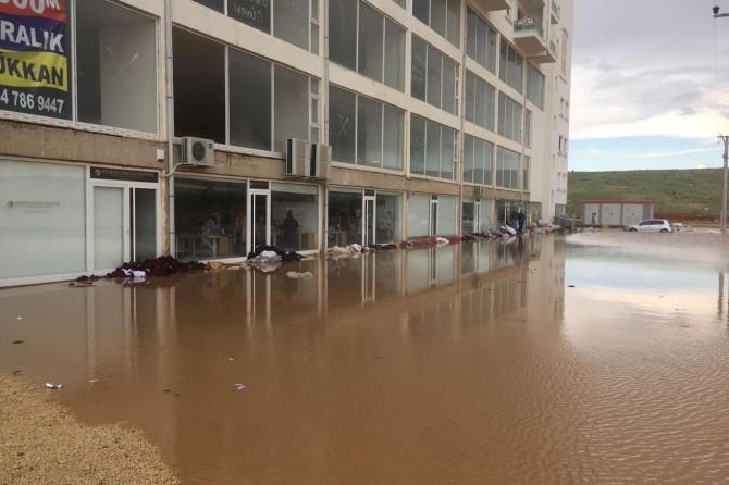 Mardin'de sağanak yağış hayatı felç etti