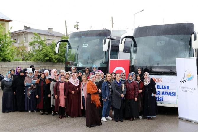 Van'da Anneler Umutlu Eller Projesi ile Mavi Tura çıktılar