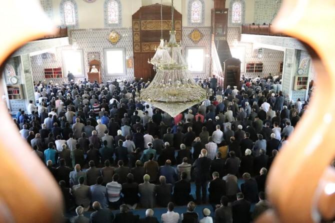Bingöllüler Ramazan'ın ilk cumasını Kudüs hüznüyle kıldı