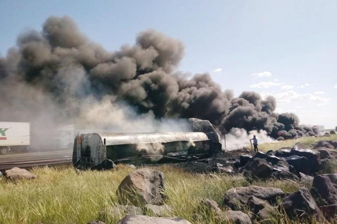 Șırnak İdil'de alev alan petrol yüklü tankerden geriye demir yığını kaldı