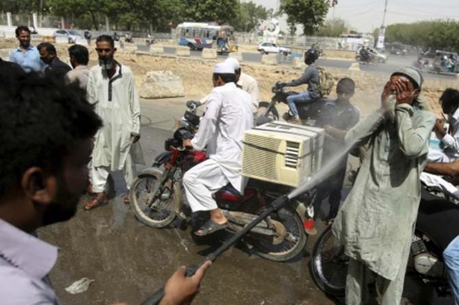 Li Pakîstanê hewa germ can girt: 73 mirî