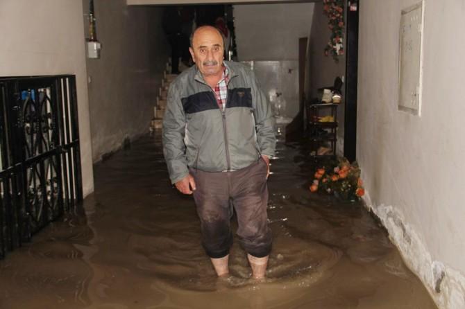 Van'da evler atık su altında kaldı