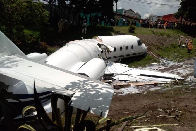 Honduras'ta özel uçak düştü