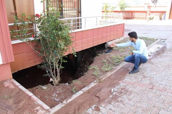 Diyarbakır'da  kısa süreli yağış apartmanda tahribata neden oldu