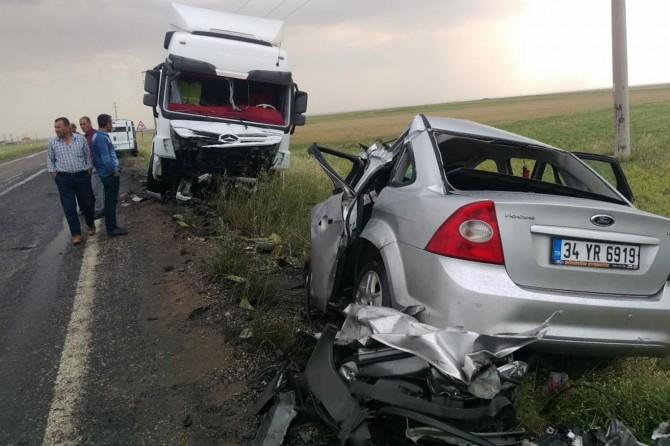 Şırnak İdil'de TIR ile otomobil çarpıştı: 3 ölü