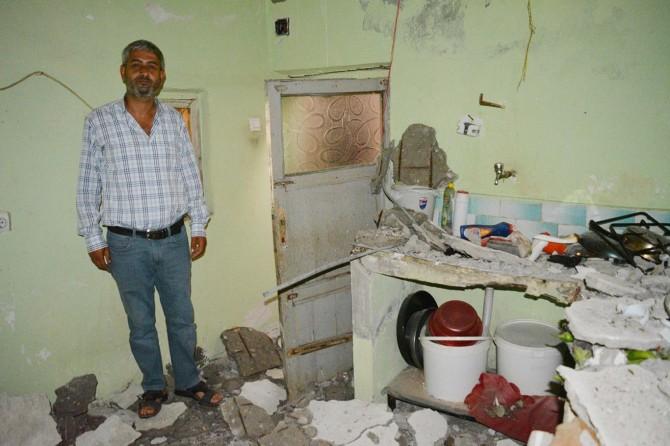 Evlerinin tavanı düşen mağdur aile yardım bekliyor