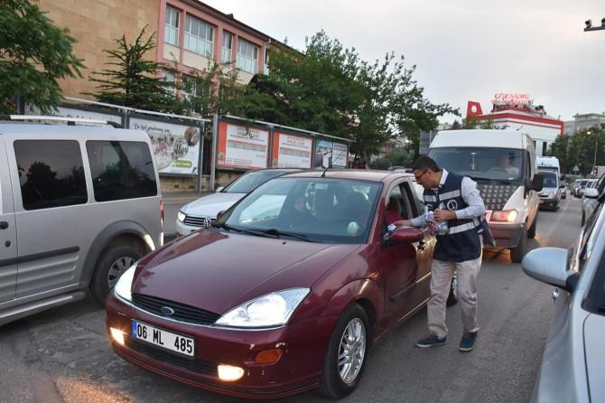 Gaziantep'te iftara yetişemeyen vatandaşlara kumanya dağıtıldı