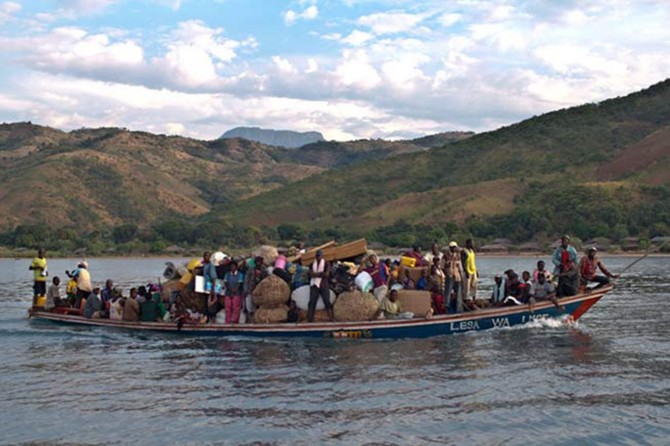 Kongo'da tekne alabora oldu: 50 ölü