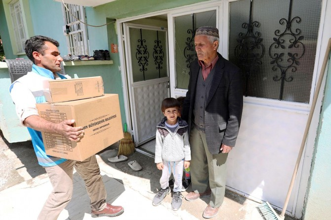 Van Büyükşehir Belediyesi selzedelere yardım
