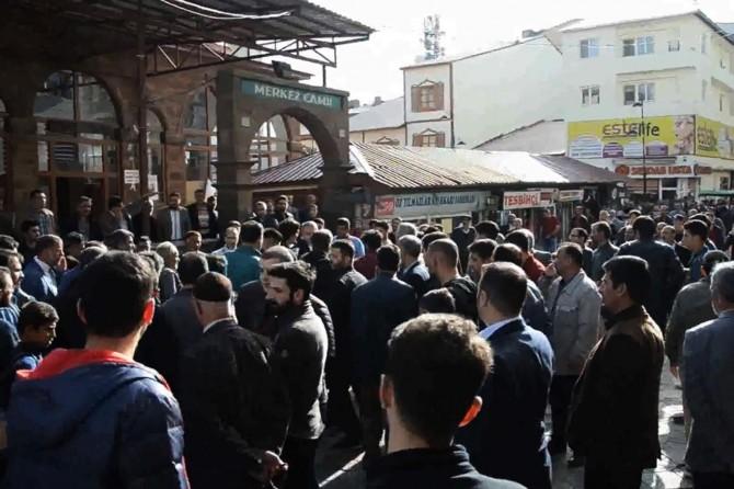AK Parti Ağrı milletvekili aday tanıtımında arbede