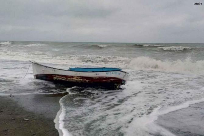 Balıkesir Ayvalık'ta balıkçı teknesi battı: 4 kişi kayıp