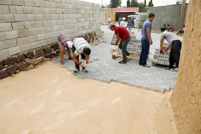 Kırsal mahallelerde kilitli parke taşı çalışmalarına başlandı