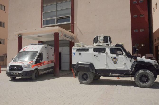 Diyarbakır'da çatışmada bir güvenlik korucusu hayatını kaybetti