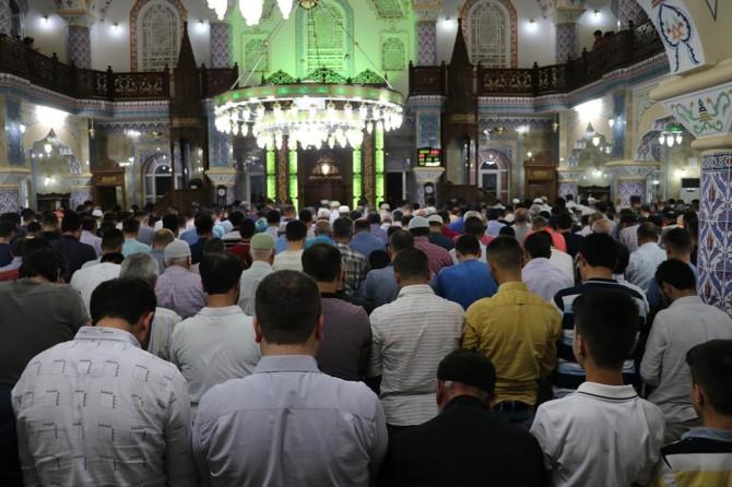 Gaziantep'te Kadir Gecesi'nde camiler doldu taştı
