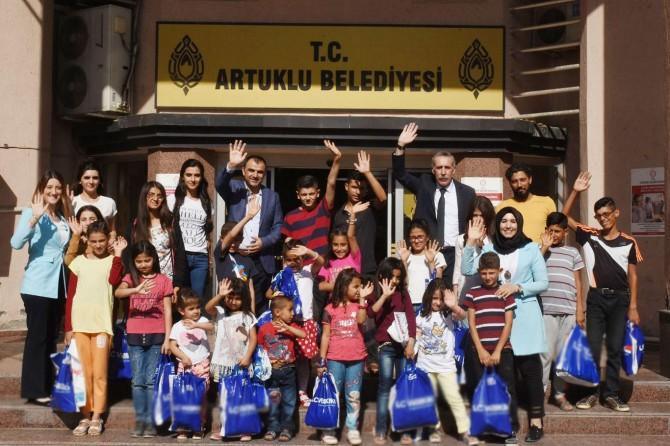 Köy çocuklarına bayram hediyesi