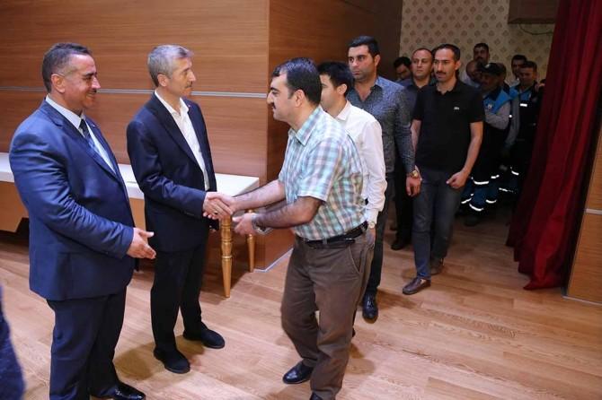 Tahmazoğlu belediye personelleriyle bayramlaştı