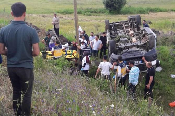 Yolcu minibüsü devrildi: 14 yaralı