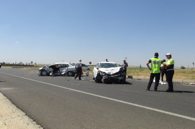 Çınar'da otomobiller çarpıştı: 3 yaralı