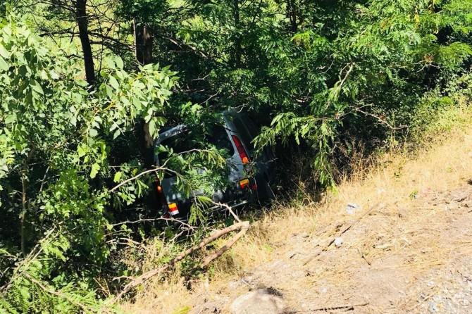 Siirt-Batman Karayolu'nda kontrolden çıkan araç çaya uçtu: 2 yaralı