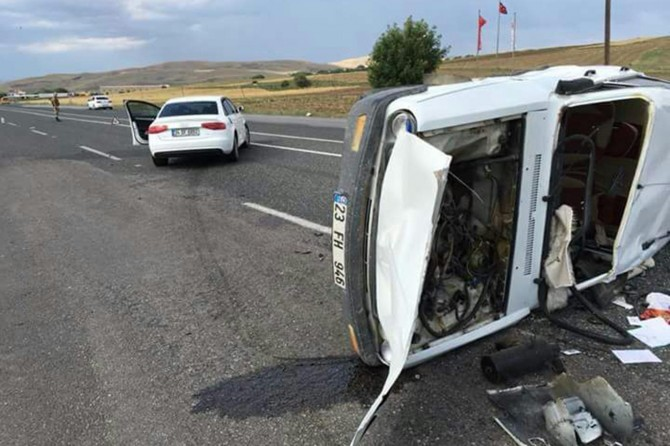 Elazığ Kovancılar'da otomobiller çarpıştı: 2 yaralı