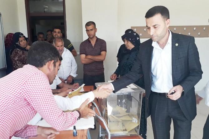 Şanlıurfa merkez ve ilçelerinde oy verme işlemi devam ediyor