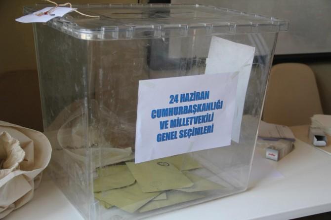 Batman ve Diyarbakır'da 5 yabancı uyruklunun oy kullanılan binalara girişi engellendi