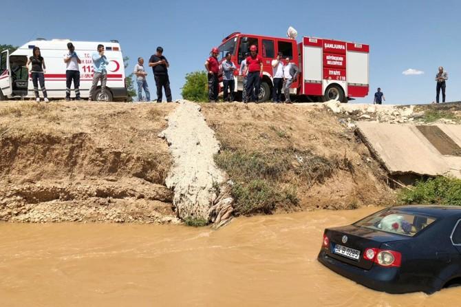 Şanlıurfa'da otomobil su kanalına uçtu: 5 yaralı