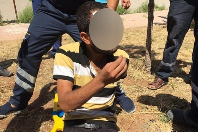 Şanlıurfa Viranşehir'de elektrik kablosu çalmaya çalışan hırsız çarpıldı
