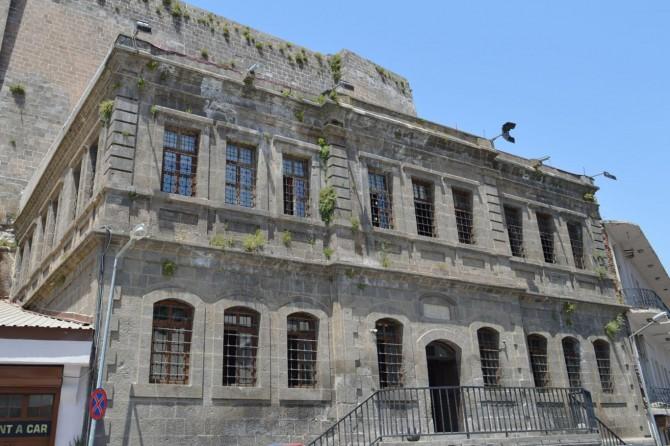 Bitlis'te 120 yıllık tarihi yapı yeniden belediye hizmetine sunuldu