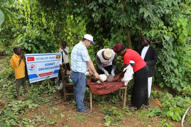 Yetimler Vakfı Uganda'da yetim çocukları sünnet ettirdi