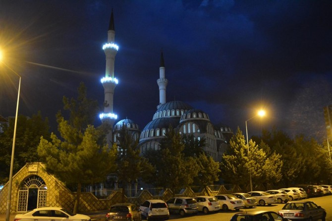 Li 90 hezar mizgeftî di heman wextê de sela hat xwendin