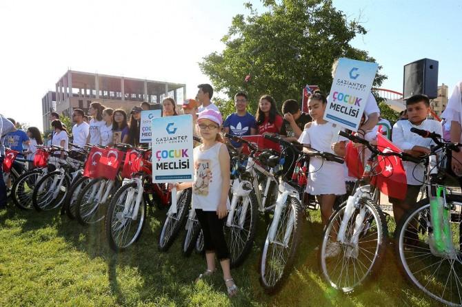 Gaziantep'te 300 öğrenciye bisiklet dağıtıldı