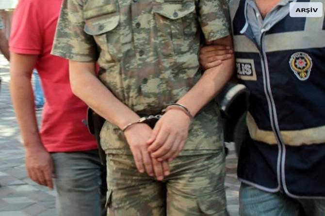 12 muvazzaf asker FETÖ'den tutuklandı