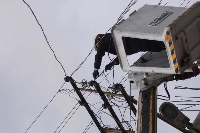 Mardin'de borçlu çiftçilerin elektriği yeniden kesilmeye başlandı