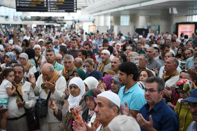 Ankara'dan ilk hac kafilesi dualarla uğurlandı