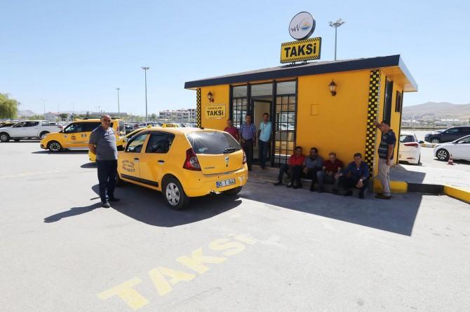 Van Büyükşehir Belediyesi taksi duraklarını yeniliyor