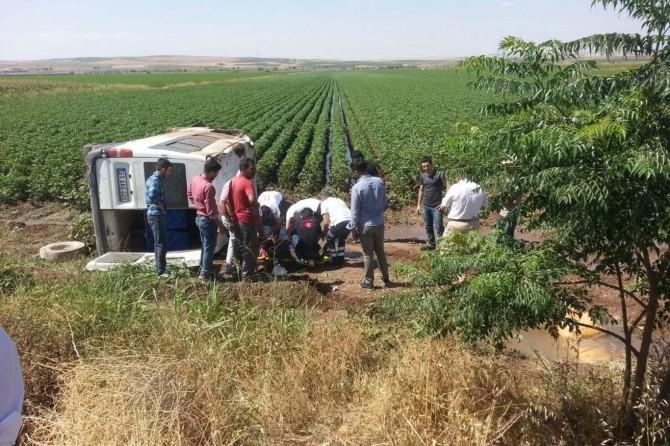 Diyarbakır-Bismil Karayolunda minibüs takla attı: 1 yaralı