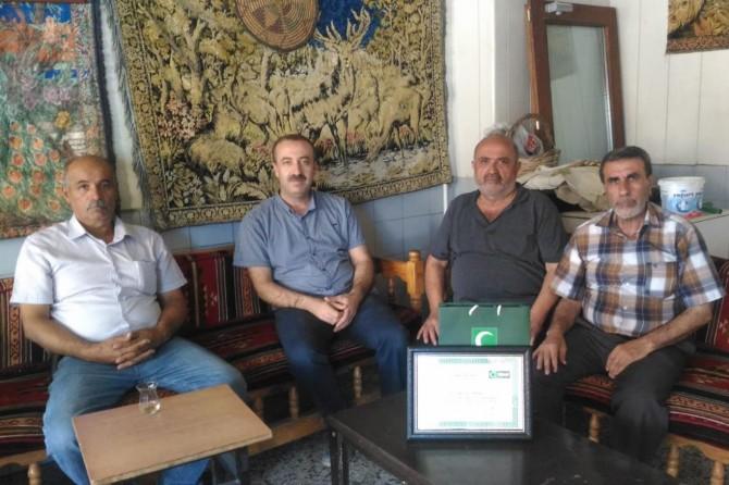 Mardin'deki kıraathanesinde 40 yıldır sigara içtirmiyor