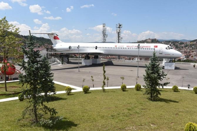 Millet Kıraathanesi Kastamonu'da uçakta hayat buldu