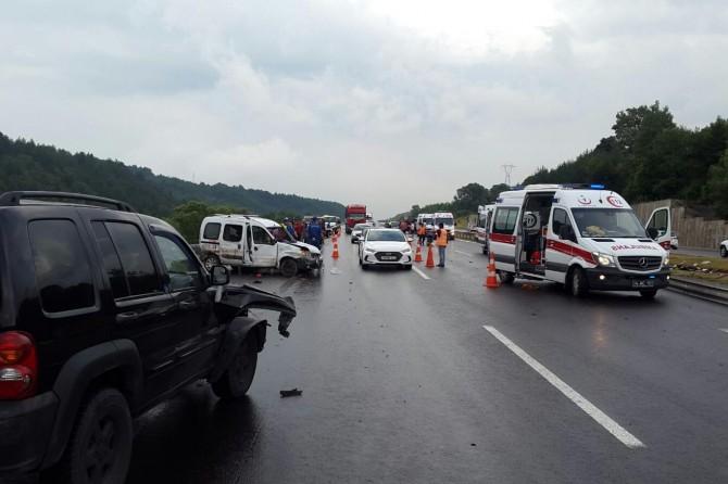 Bolu'da kayganlaşan yolda zincirleme kaza: Bir ölü 15 yaralı