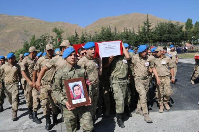 Yüksekova'da PKK saldırısında hayatını kaybeden anne ve bebeği için tören düzenlendi