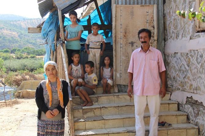 Diyarbakır Hazro'da eski okulu mesken edinen aile yardım bekliyor