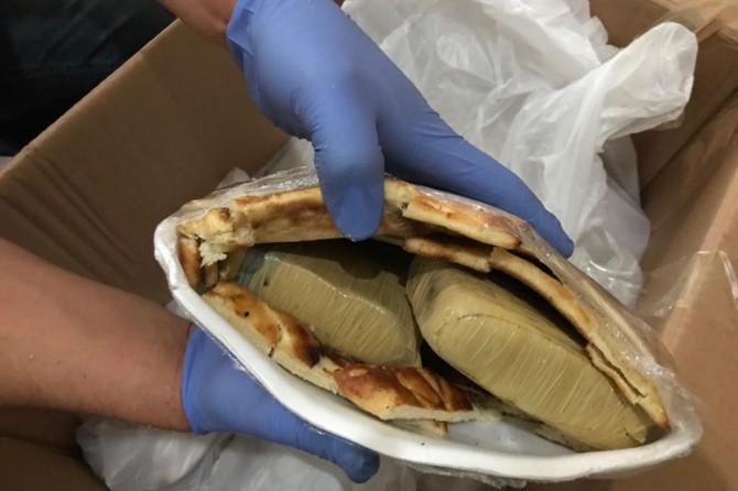 Van çöreği içine gizlenmiş eroin ele geçirildi