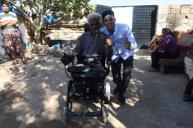 Artuklu Belediyesinden akülü tekerlekli sandalye yardımı