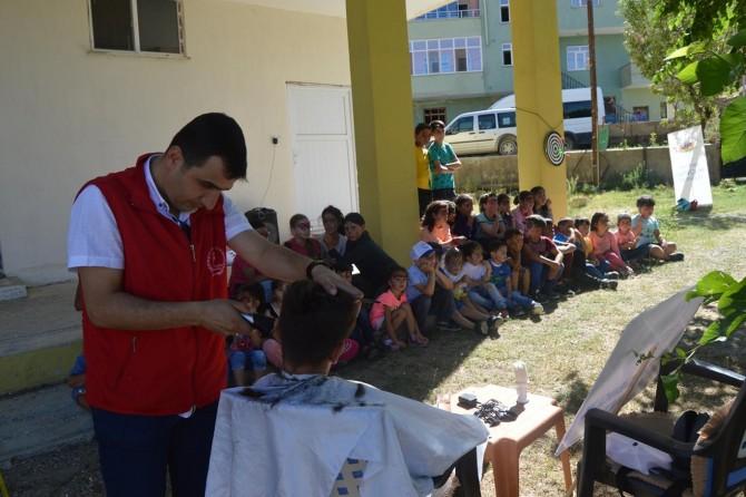 Tatvan'da köy çocuklarına bayram tıraşı jesti